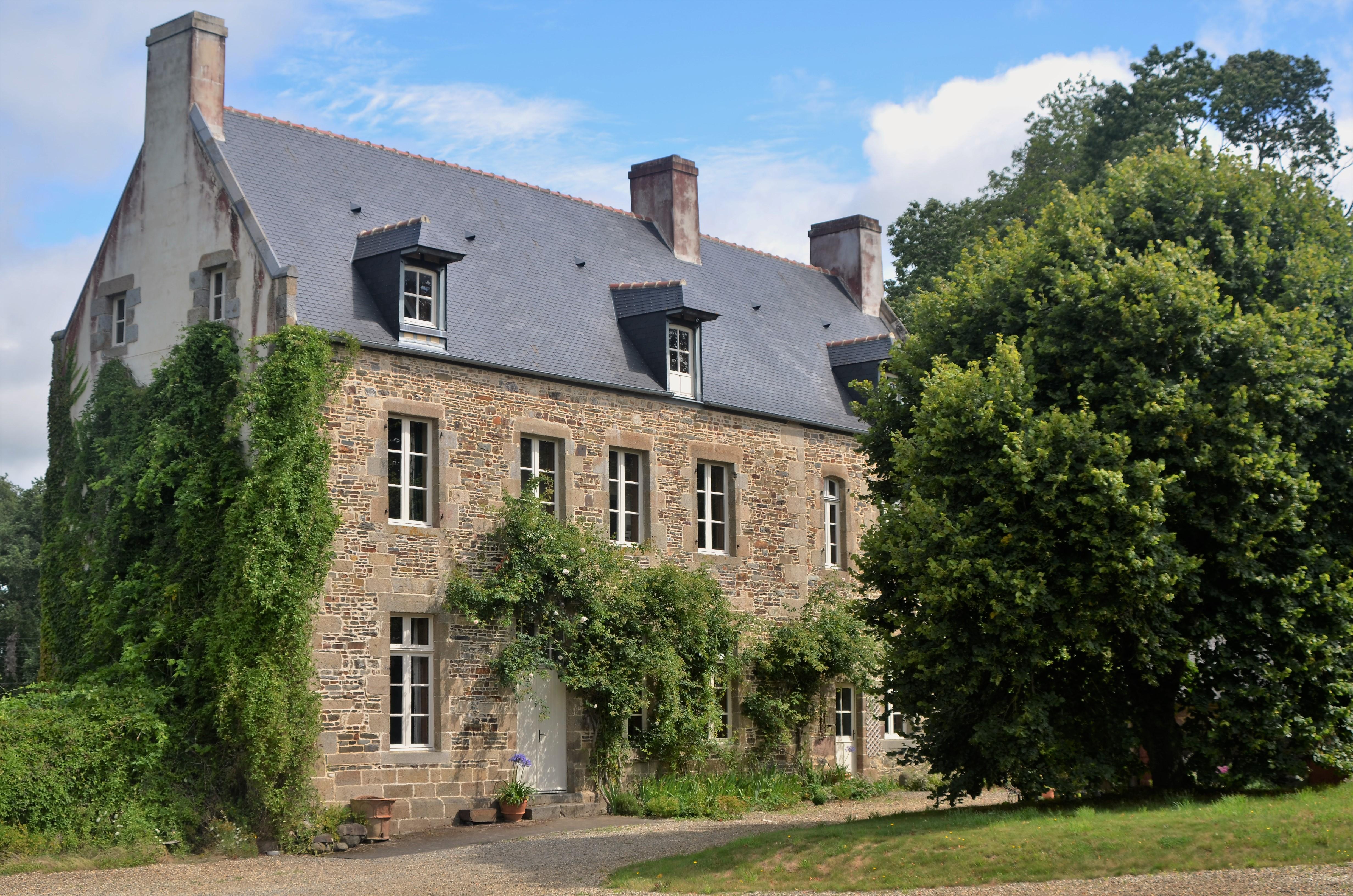 Das Landgut Le Tertre Ychot Liegt Am Stadtrand Von Dol De Bretagne, Gut 20  Km Von Der Kanalküste Entfernt Im Département Ille Et Vilaine.